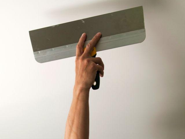 Как правильно шпаклевать потолок - технология: как и чем шлифовать поверхность после шпаклевки, сколько сохнет финишная отделка, детали на фото и видео